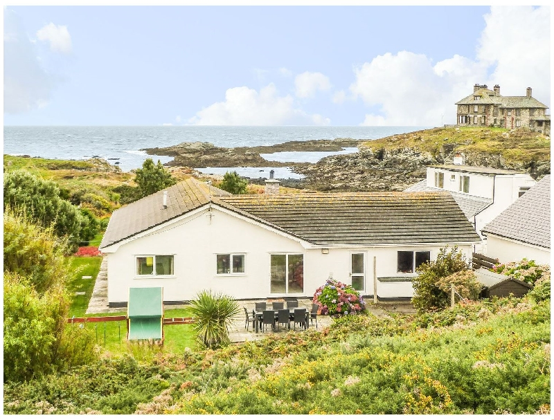 The Beach House Trearddur Bay a british holiday cottage for 10 in ,