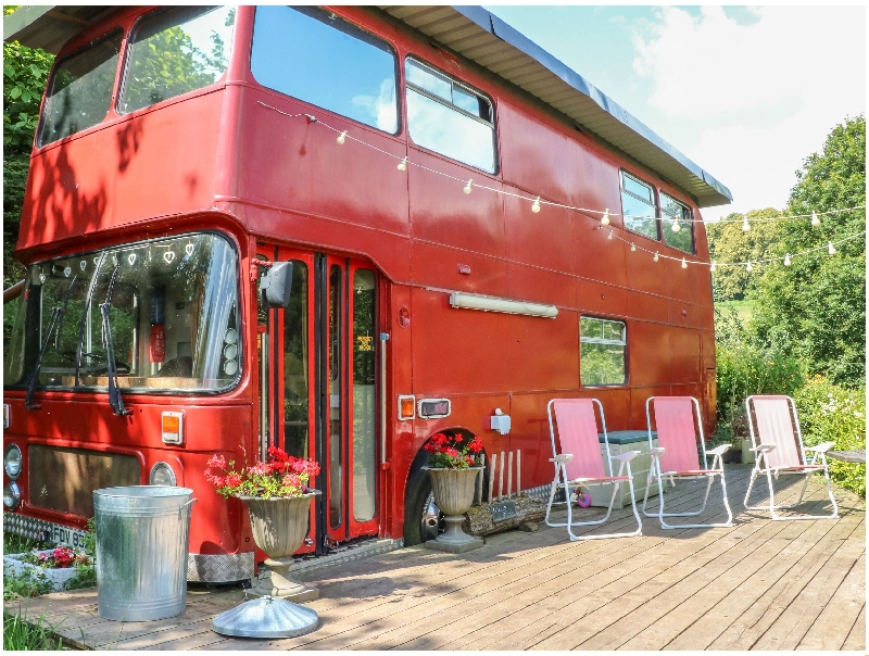 The Red Bus! a british holiday cottage for 6 in ,
