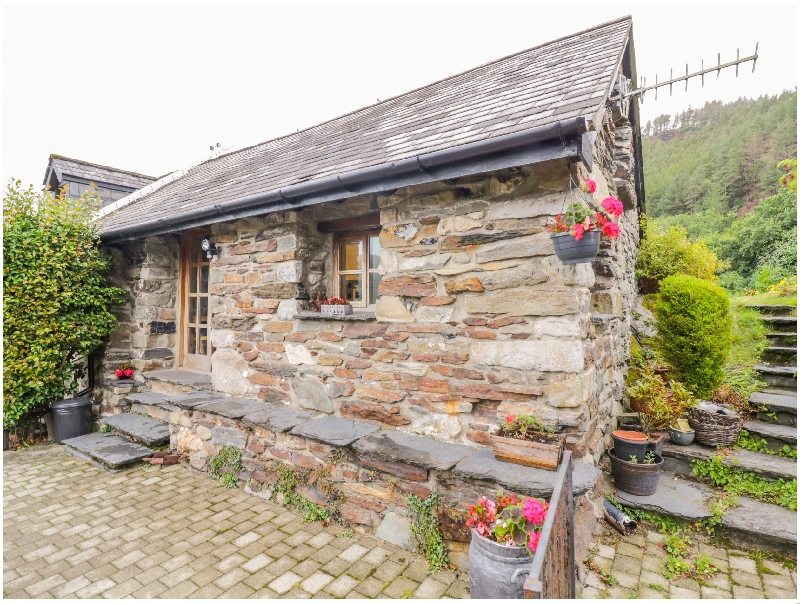 Yr Hen Eil a british holiday cottage for 2 in ,