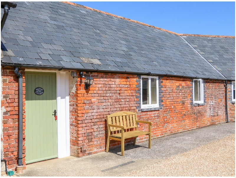 Blyton Cottage a british holiday cottage for 6 in ,