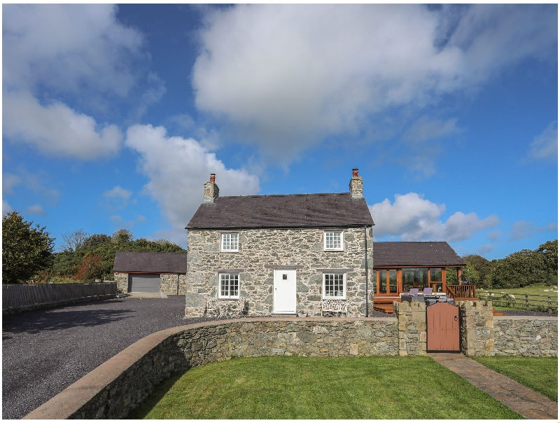 Ty Slaters a british holiday cottage for 12 in ,