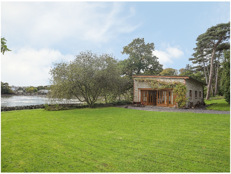 Boathouse Cadnant Gate a british holiday cottage for 4 in ,