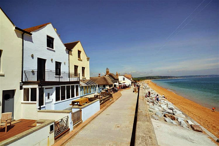 Shingle House a british holiday cottage for 8 in ,
