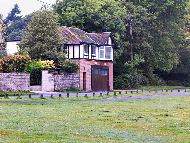 Highway Cottage a british holiday cottage for 4 in ,