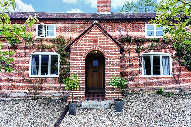 Hanger Farmhouse a british holiday cottage for 8 in ,