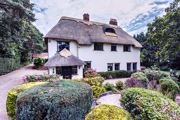 Thatchby Oak a british holiday cottage for 12 in ,