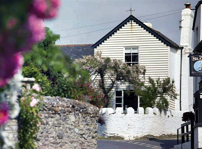 Bantham House a british holiday cottage for 8 in ,