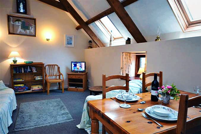 Higher Norton Farm, The Barn a british holiday cottage for 4 in ,