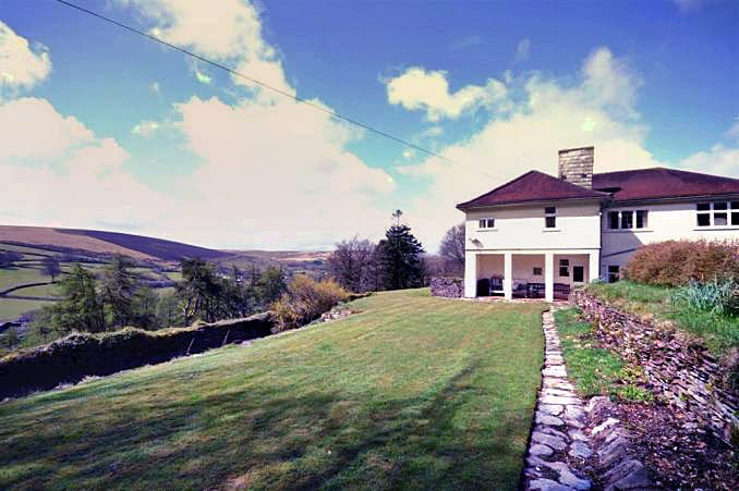 Holmbush a british holiday cottage for 10 in ,