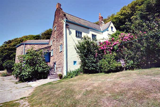 Lower Manor Farm a british holiday cottage for 12 in ,
