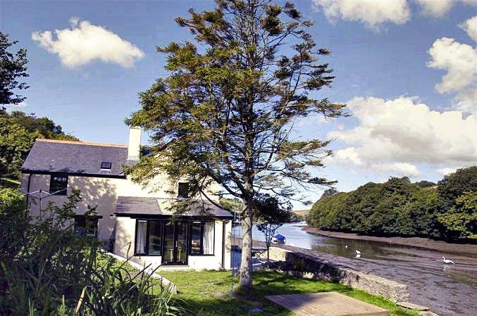 Waterhead Cottage a british holiday cottage for 10 in ,