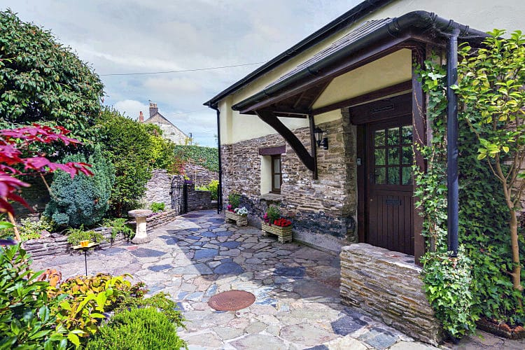 Pound House a british holiday cottage for 8 in ,